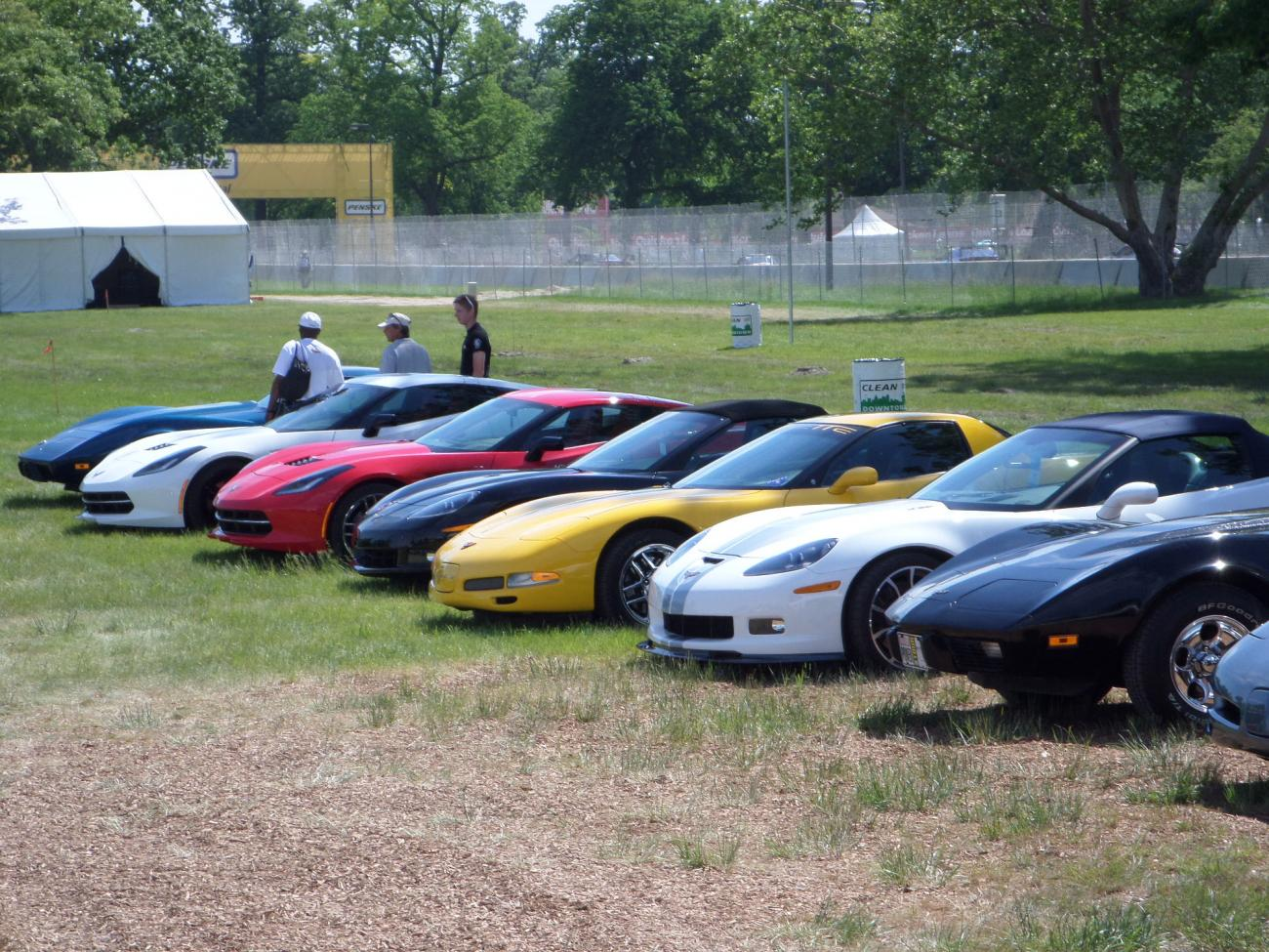 detroit grand prix pic heavy chevrolet corvette. Black Bedroom Furniture Sets. Home Design Ideas